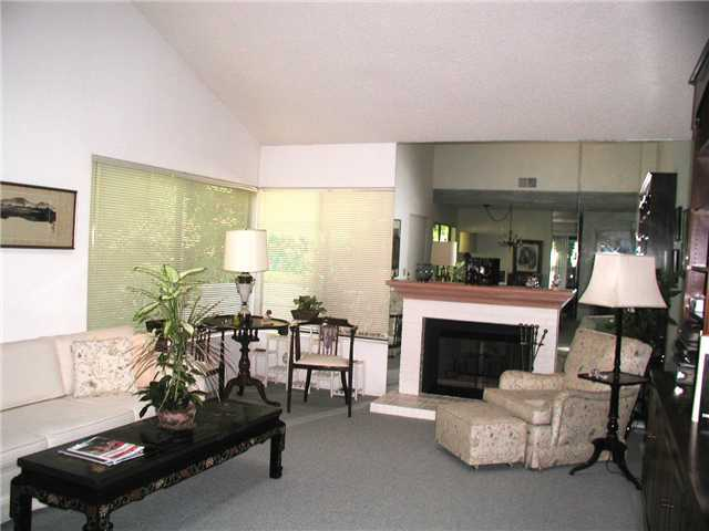 Photo 2: LA JOLLA Condo for sale : 2 bedrooms : 8124 Caminito Gianna in San Diego