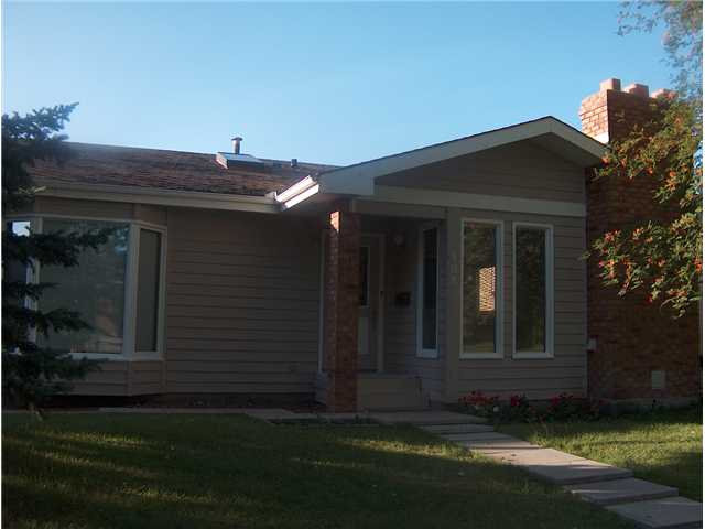Main Photo: 108 SUNCREST Way SE in CALGARY: Sundance Residential Detached Single Family for sale (Calgary)  : MLS(r) # C3442562