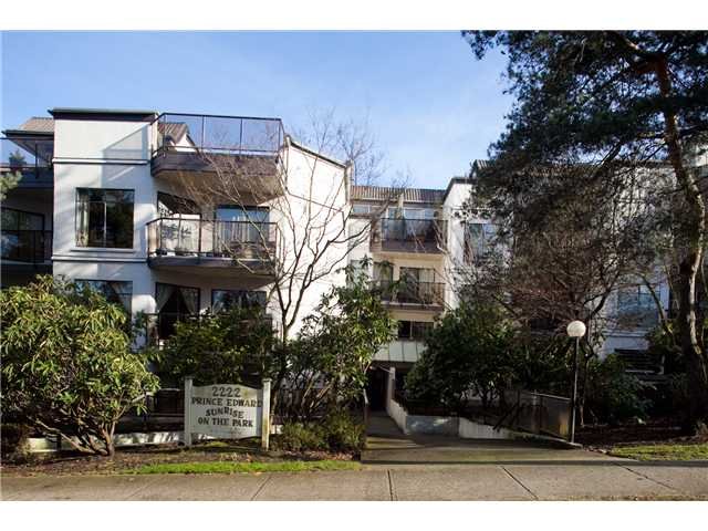 "Main Photo: 220 2222 PRINCE EDWARD Street in Vancouver: Mount Pleasant VE Condo for sale in ""SUNRISE IN THE PARK"" (Vancouver East)  : MLS® # V866979"