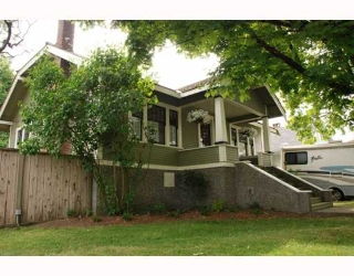 Main Photo: 924 10TH Street in New_Westminster: Moody Park House for sale (New Westminster)  : MLS® # V772548