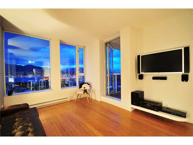 Photo 2: 2305 550 TAYLOR Street in Vancouver: Downtown VW Condo for sale (Vancouver West)  : MLS(r) # V840499