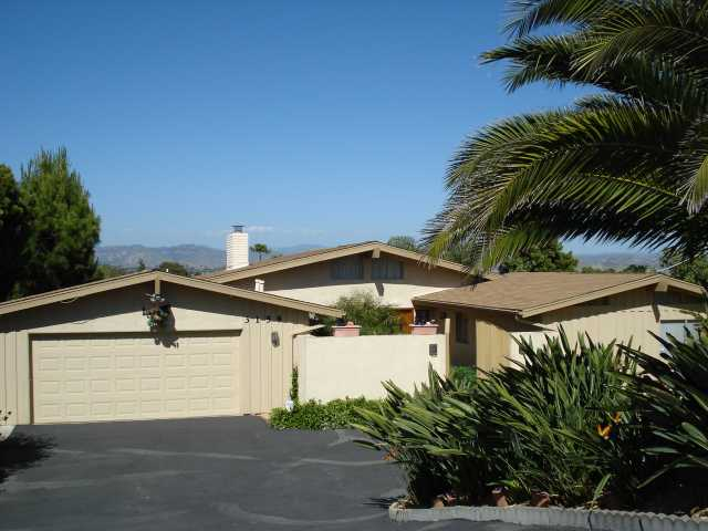 Main Photo: SOUTHWEST ESCONDIDO House for sale : 3 bedrooms : 3158 Via Loma Vista in Escondido