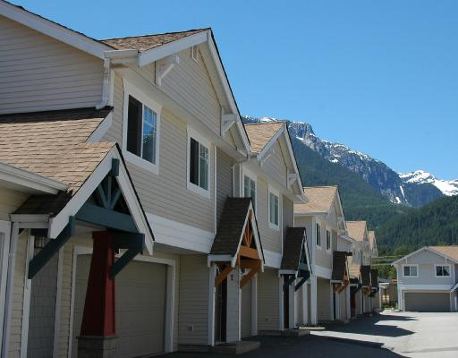 "Main Photo: 14 1821 WILLOW in Squamish: Garibaldi Estates Townhouse for sale in ""WILLOW VILLAGE"" : MLS(r) # V720857"