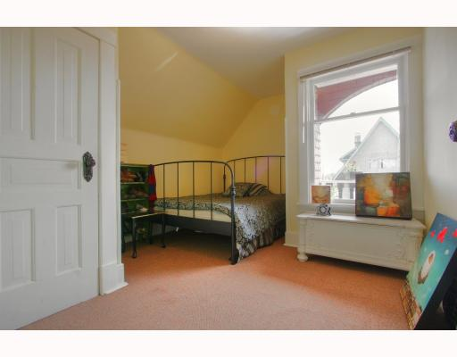 Photo 5: 2065 WILLIAM Street in Vancouver: Grandview VE House for sale (Vancouver East)  : MLS® # V764930