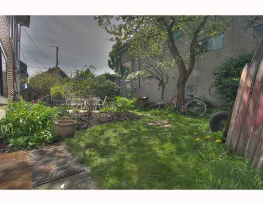 Photo 9: 2065 WILLIAM Street in Vancouver: Grandview VE House for sale (Vancouver East)  : MLS® # V764930