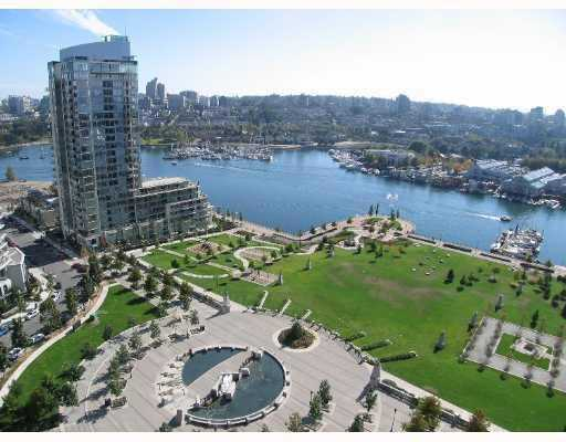 "Main Photo: 1502 583 BEACH Crescent in Vancouver: False Creek North Condo for sale in ""Two Park West"" (Vancouver West)  : MLS®# V784905"