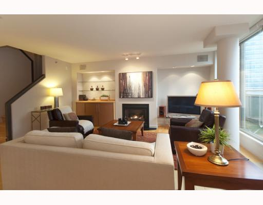 "Main Photo: 1408 819 HAMILTON Street in Vancouver: Downtown VW Condo for sale in ""8-1-9"" (Vancouver West)  : MLS® # V803280"