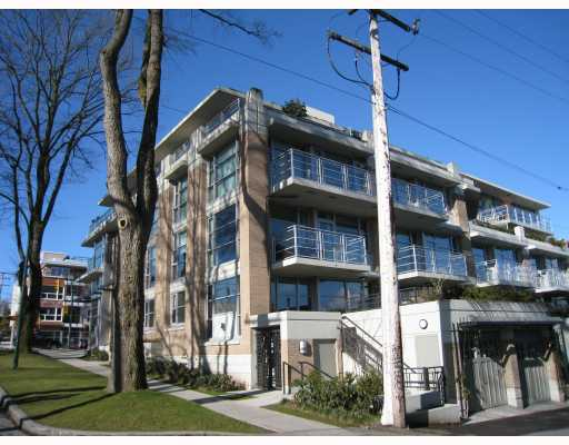 "Main Photo: 101 3595 W 18TH Avenue in Vancouver: Dunbar Townhouse for sale in ""DUKE ON DUNBAR"" (Vancouver West)  : MLS® # V751304"
