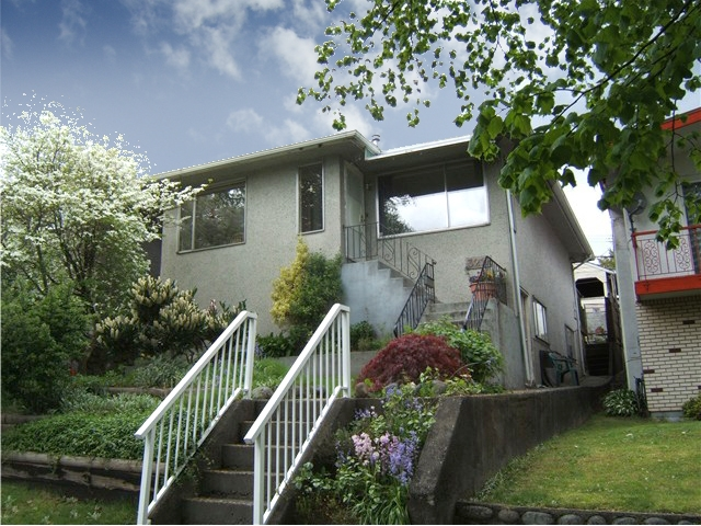 "Main Photo: 3211 E 8TH Avenue in Vancouver: Renfrew VE House for sale in ""RENFREW"" (Vancouver East)  : MLS® # V827137"