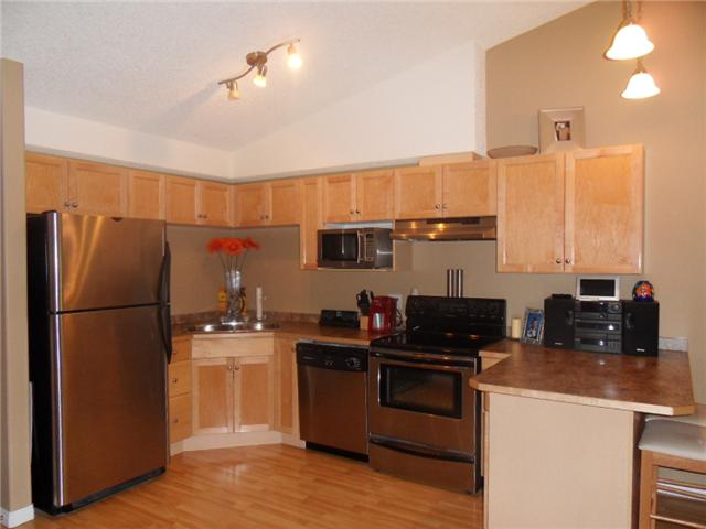Beautiful kitchen with upgraded appliances and cabinets