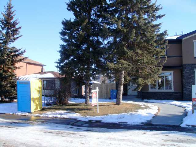 Main Photo: 4642 81 Street NW in CALGARY: Bowness Residential Attached for sale (Calgary)  : MLS(r) # C3460465