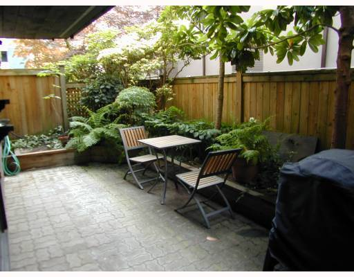 "Main Photo: 105 2416 W 3RD Avenue in Vancouver: Kitsilano Condo for sale in ""LANDMARK REEF"" (Vancouver West)  : MLS® # V774540"