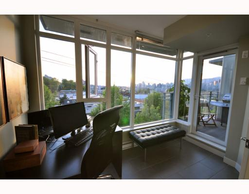 "Photo 3: 402 2520 MANITOBA Street in Vancouver: Mount Pleasant VW Condo for sale in ""THE VUE"" (Vancouver West)  : MLS(r) # V768462"