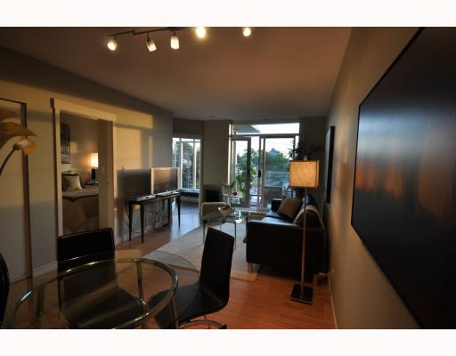 "Main Photo: 402 2520 MANITOBA Street in Vancouver: Mount Pleasant VW Condo for sale in ""THE VUE"" (Vancouver West)  : MLS(r) # V768462"