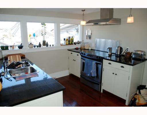 Photo 2: 1943 VENABLES Street in Vancouver: Hastings House for sale (Vancouver East)  : MLS® # V754356