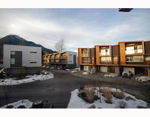 "Main Photo: 5 39893 GOVERNMENT Road in Squamish: Northyards Townhouse for sale in ""ELEMENTS"" : MLS®# V750015"