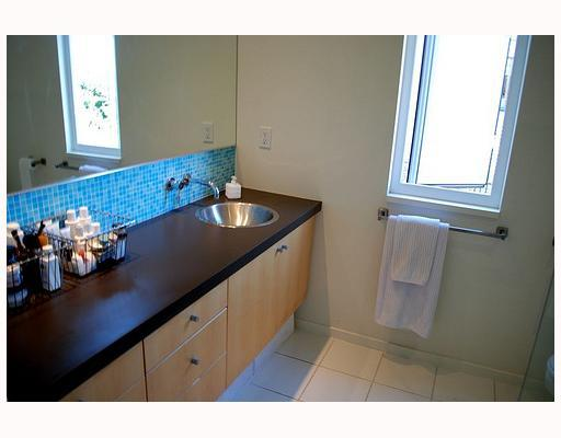 Photo 8: 549 E 7TH Avenue in Vancouver: Mount Pleasant VE House 1/2 Duplex for sale (Vancouver East)  : MLS® # V759260