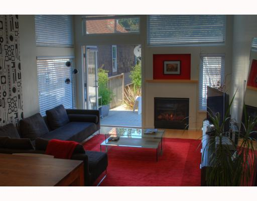 Photo 2: 549 E 7TH Avenue in Vancouver: Mount Pleasant VE House 1/2 Duplex for sale (Vancouver East)  : MLS® # V759260