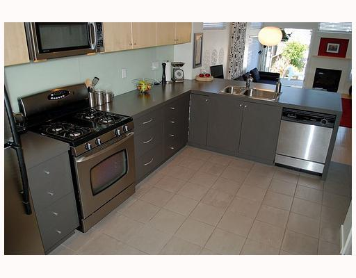Photo 4: 549 E 7TH Avenue in Vancouver: Mount Pleasant VE House 1/2 Duplex for sale (Vancouver East)  : MLS® # V759260
