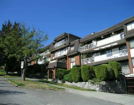 "Main Photo: 207 331 KNOX Street in New Westminster: Sapperton Condo for sale in ""WESTMOUNT ARMS"" : MLS(r) # V798218"