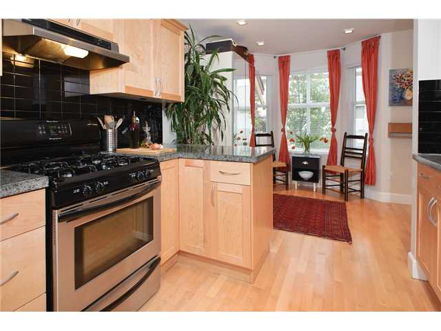 "Photo 3: 1575 COTTON Drive in Vancouver: Grandview VE Townhouse for sale in ""COTTON LANE"" (Vancouver East)  : MLS® # V823946"