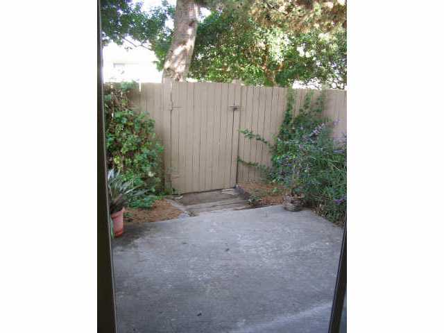 Photo 9: ENCINITAS Residential for sale : 3 bedrooms : 2044 Willowood Ln