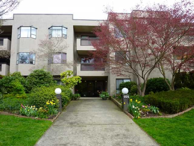 "Main Photo: 212 975 W 13TH Avenue in Vancouver: Fairview VW Condo for sale in ""OAKMONT"" (Vancouver West)  : MLS(r) # V819386"