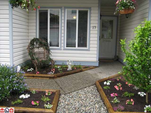 "Main Photo: 17 21579 88B Avenue in Langley: Walnut Grove Townhouse for sale in ""CARRIAGE PARK"""