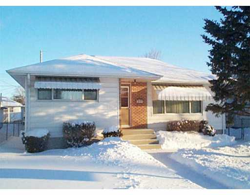 Main Photo: 609 DALLENLEA Avenue in WINNIPEG: East Kildonan Single Family Detached for sale (North East Winnipeg)  : MLS® # 2400031
