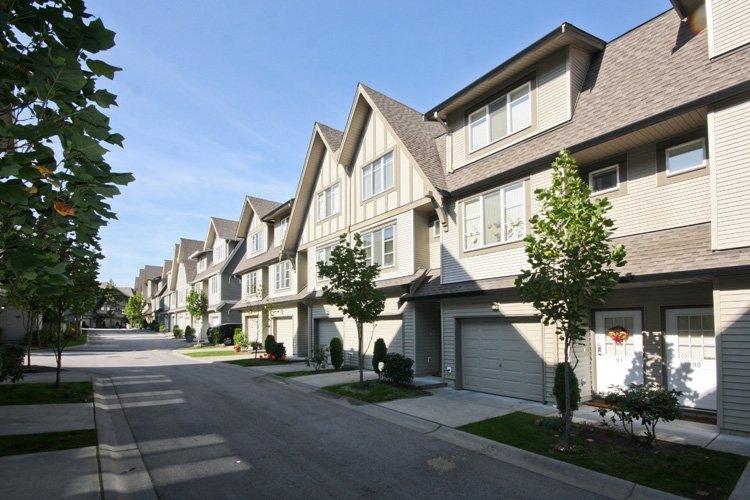 "Main Photo: 92 15175 62A Avenue in Surrey: Sullivan Station Townhouse for sale in ""BROOKLANDS"" : MLS® # F2922884"