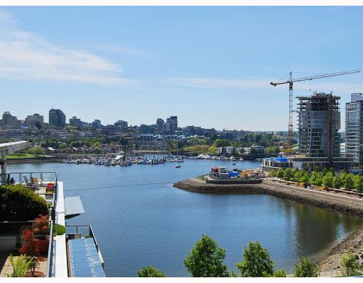 "Main Photo: 1001 1383 MARINASIDE Crescent in Vancouver: False Creek North Condo for sale in ""COLUMBUS"" (Vancouver West)  : MLS® # V769399"