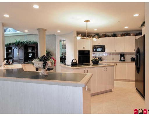 "Photo 2: 1703 33065 MILL LAKE Road in Abbotsford: Central Abbotsford Condo for sale in ""Summit Point"" : MLS® # F2820382"