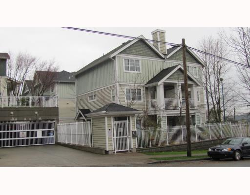 "Main Photo: 2 123 7TH Street in New Westminster: Uptown NW Townhouse for sale in ""ROYAL CITY TERRACE"" : MLS® # V798879"