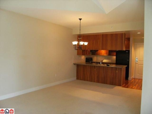 "Photo 3: 402 15350 16A Avenue in Surrey: King George Corridor Condo for sale in ""Ocean Bay Villas"" (South Surrey White Rock)  : MLS(r) # F1012480"