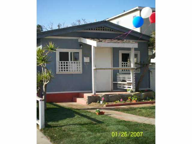Main Photo: OCEAN BEACH Residential for sale : 2 bedrooms : 4965 Cape May Ave in San Diego