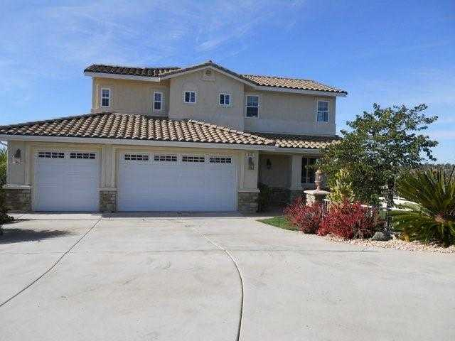 Main Photo: OCEANSIDE House for sale : 4 bedrooms : 3303 Buena Hills
