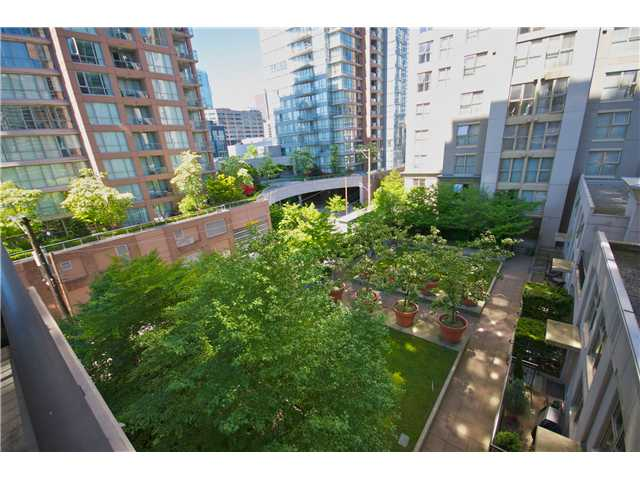 "Photo 1: Photos: 605 989 RICHARDS Street in Vancouver: Downtown VW Condo for sale in ""THE MONDRIAN"" (Vancouver West)  : MLS®# V833931"
