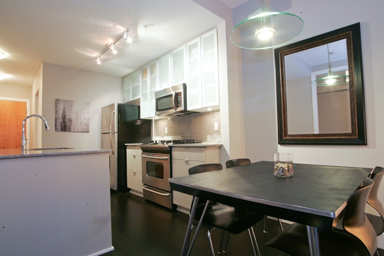 "Photo 3: 511 298 E 11TH Avenue in Vancouver: Mount Pleasant VE Condo for sale in ""SOPHIA"" (Vancouver East)  : MLS® # V865305"