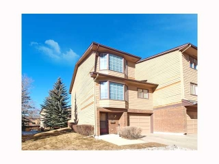 Main Photo: 89 23 GLAMIS Drive SW in CALGARY: Glamorgan Townhouse for sale (Calgary)  : MLS® # C3414963