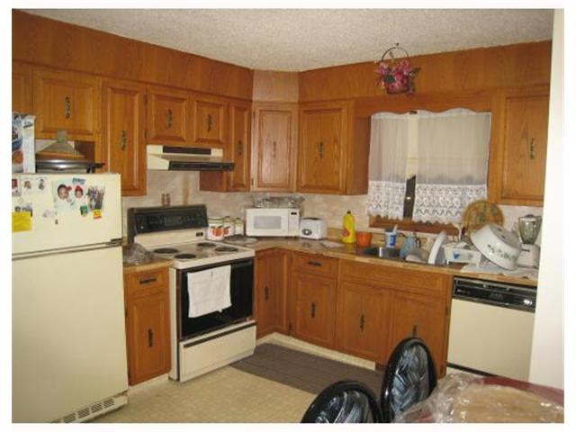 Photo 3: 1082 LONDON Street in WINNIPEG: East Kildonan Residential for sale (North East Winnipeg)  : MLS® # 2822657