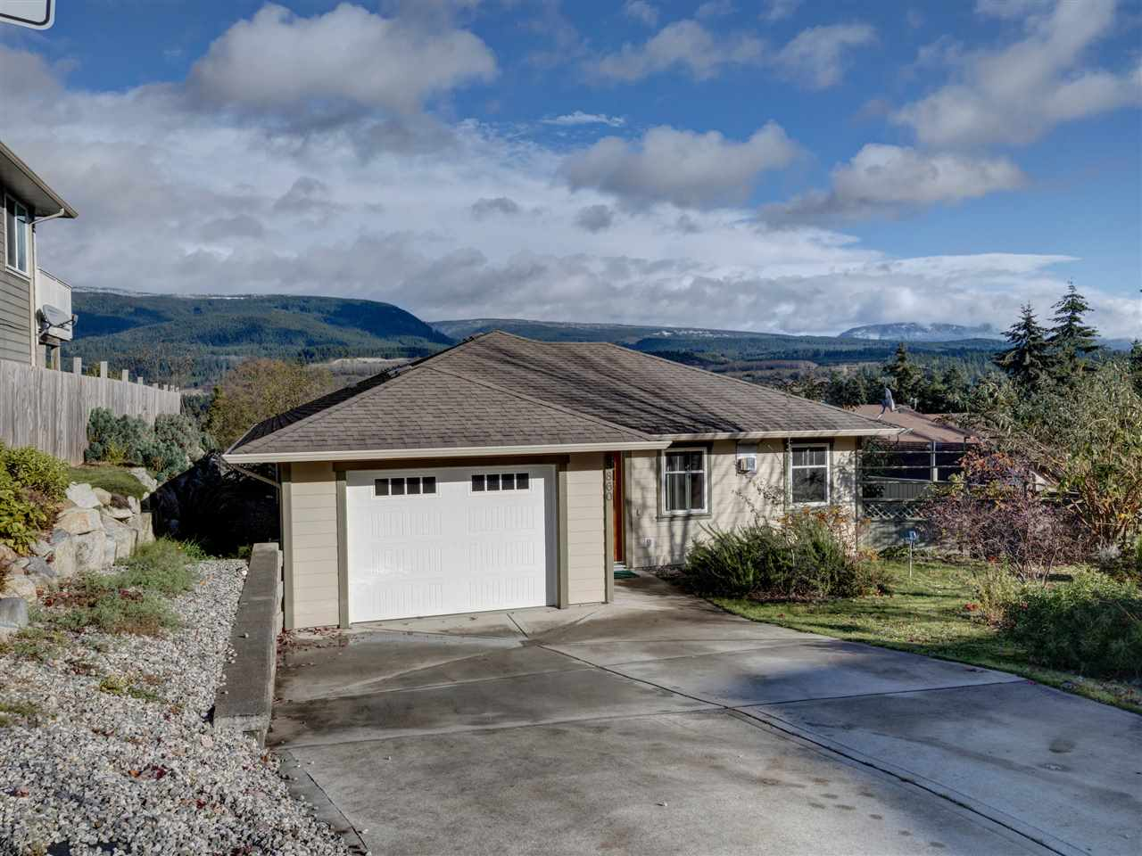 FEATURED LISTING: 5860 MEDUSA Street Sechelt