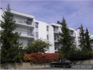 Main Photo: 201 290 Regina Avenue in VICTORIA: SW Tillicum Condo Apartment for sale (Saanich West)  : MLS® # 262511