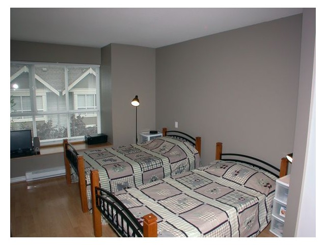 "Photo 4: 33 7128 STRIDE Avenue in Burnaby: Edmonds BE Townhouse for sale in ""RIVER STONE"" (Burnaby East)  : MLS(r) # V855169"