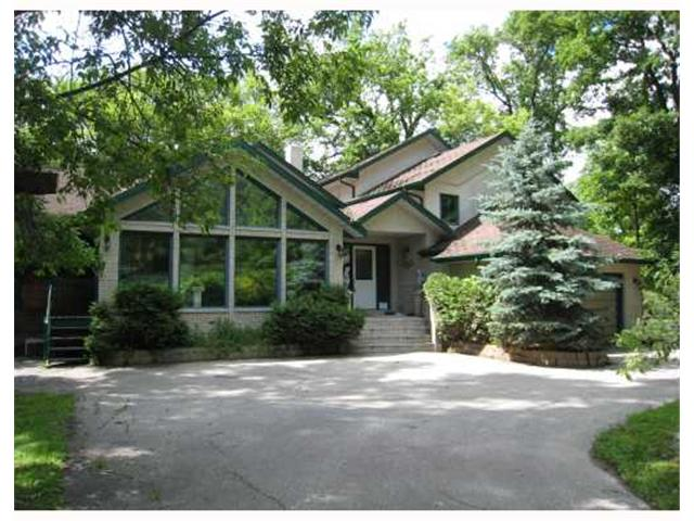 Main Photo: 60 RIVER Road in WINNIPEG: St Vital Residential for sale (South East Winnipeg)  : MLS® # 2920102