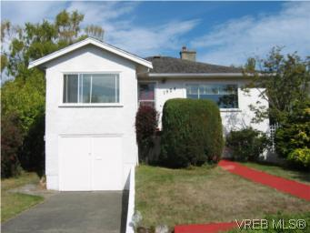 Main Photo: 1924 Newton Street in VICTORIA: SE Camosun Single Family Detached for sale (Saanich East)  : MLS® # 268061