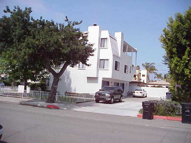 Photo 2: PACIFIC BEACH Residential for sale : 3 bedrooms : 4257 GRESHAM ST. in San Diego