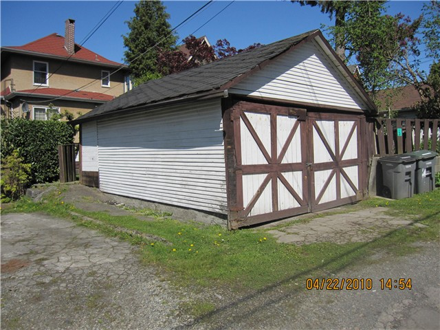 Photo 3: 1536 E 13TH Avenue in Vancouver: Grandview VE House for sale (Vancouver East)  : MLS(r) # V825354