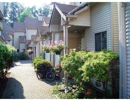 "Main Photo: 2 98 BEGIN Street in Coquitlam: Maillardville Townhouse for sale in ""LE PARC"" : MLS(r) # V779912"