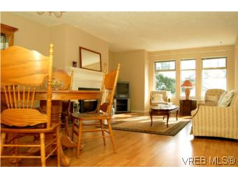 Photo 4: 7 850 Parklands Drive in VICTORIA: Es Gorge Vale Townhouse for sale (Esquimalt)  : MLS® # 261234