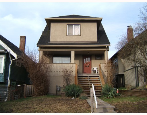 "Main Photo: 625 E 24TH Avenue in Vancouver: Fraser VE House for sale in ""FRASER"" (Vancouver East)  : MLS(r) # V808781"